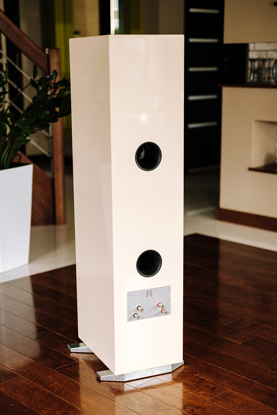 KONTRA speakers HO BO LA